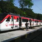 ソロを走るインドネシア製電車