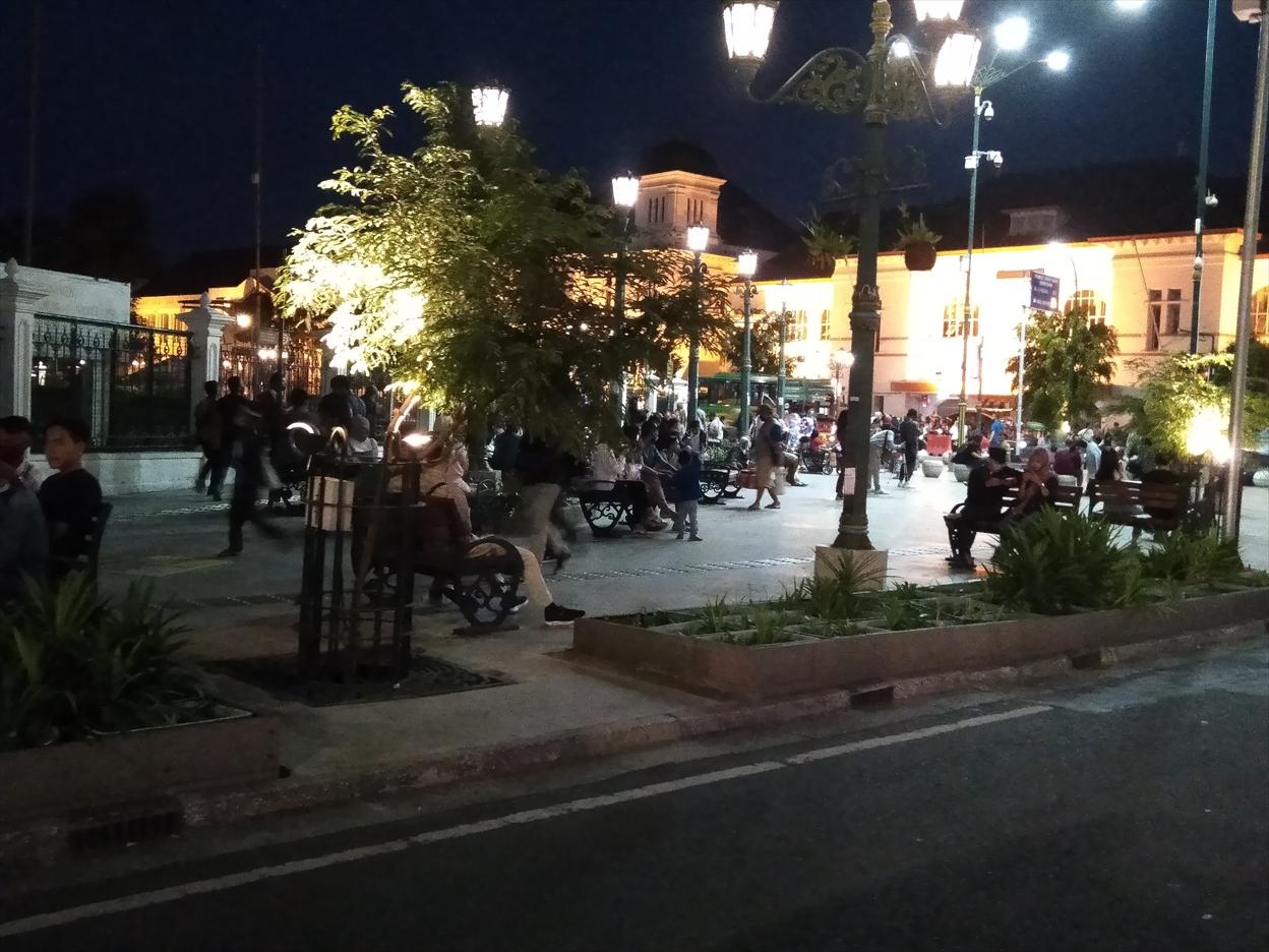 ジョグジャカルタ中央郵便局前周辺の広場 Titik Nol Kilometer