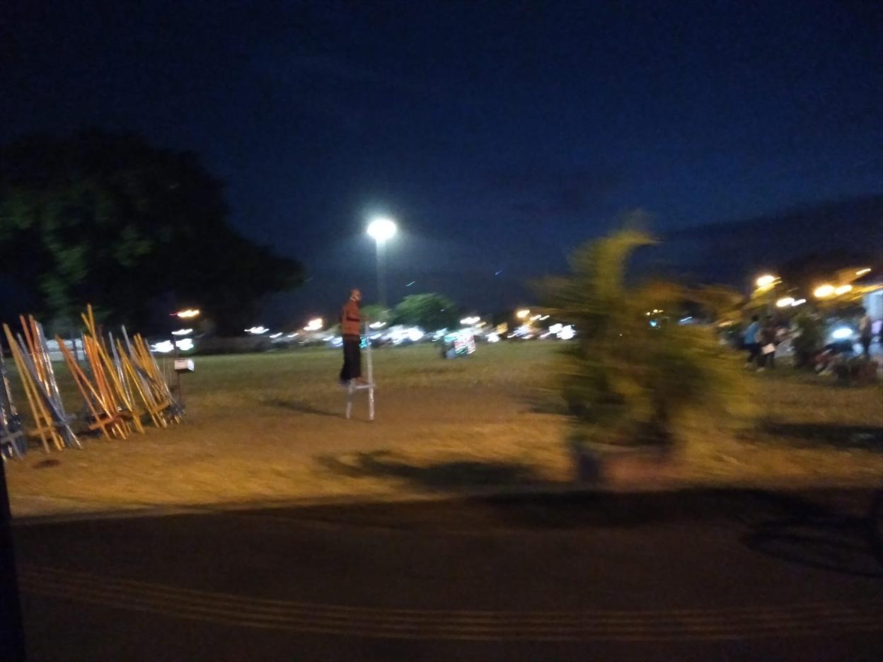 コロナ渦週末の夜、アルンアルン南広場